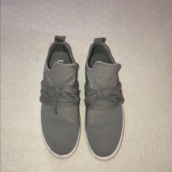 8e6bf676490 Steve Madden Lancer Gray Sneakers. M 5b6dd14dd8a2c71553e8ffaa